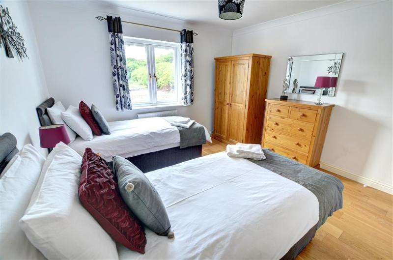 A particularly smart twin bedroom with stylish soft furnishings