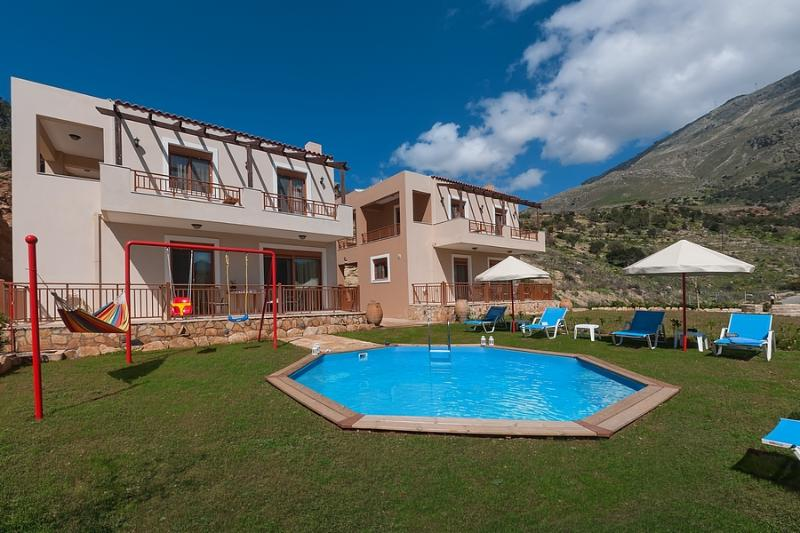 Triopetra Luxury Villas in Rethymno - Crete - Villa Nikos with Private Pool, location de vacances à Xilokampos