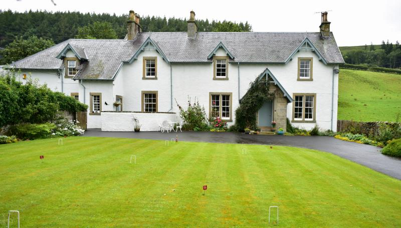 Wiltonburn Farmhouse Bed and Breakfast with putting green and croquet lawn