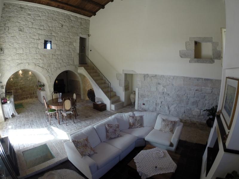 caratteristico appartamento ricavato da un antico frantoio del 1901
