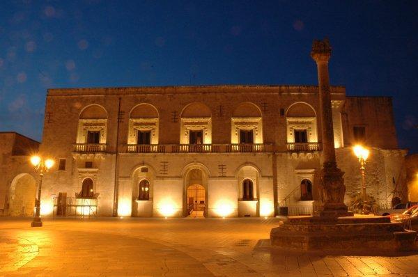 Muro Leccese       Piazza del Popolo         centro storico