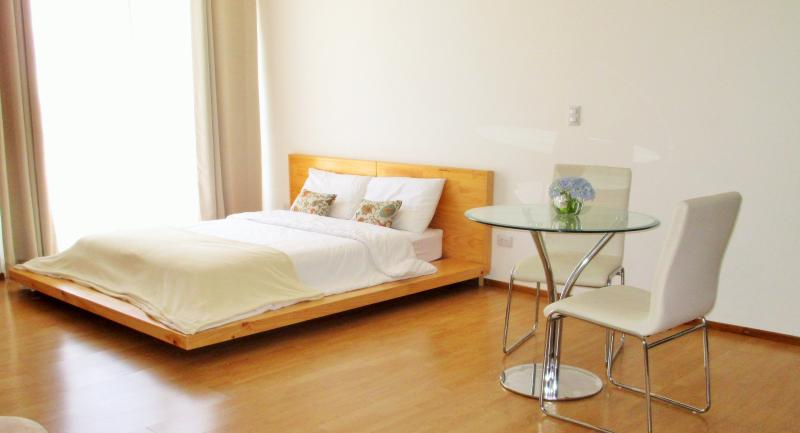 3 CedarCats Short Stay Apartments, holiday rental in Cartago