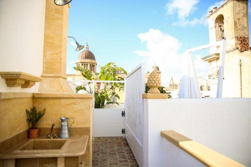 'Sant'Antonio Home Holidays' offers wonderful views over the historic centre of Marsala city.