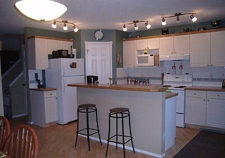 Direct Line Accommodations, holiday rental in Foothills County