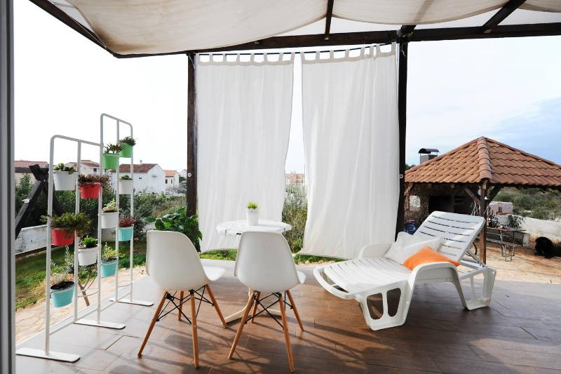 The Whirehouse Apartment 4, vacation rental in Brodarica