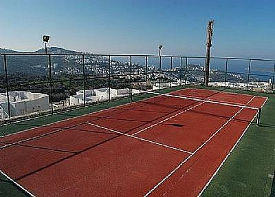 Stunning views also from the tennis court.