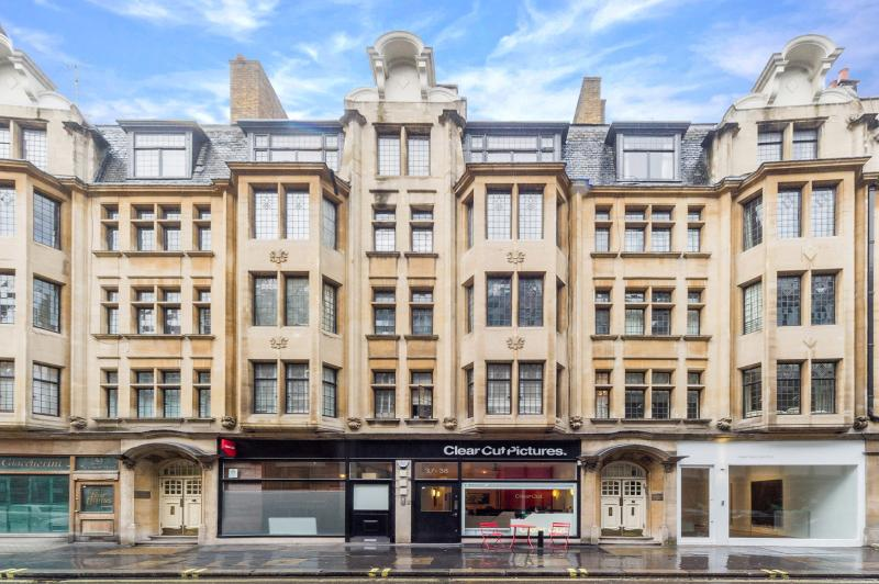 Lancaster Court is a stone-fronted, Art Nouveau building constructed in 1907. Perfectly located.