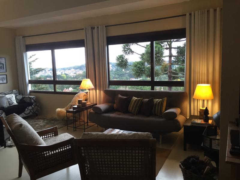 Sala de estar com dois ambientes