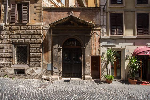 casetta sul timpano ottocentesco della Cappella 'Mater Boni Consilii'