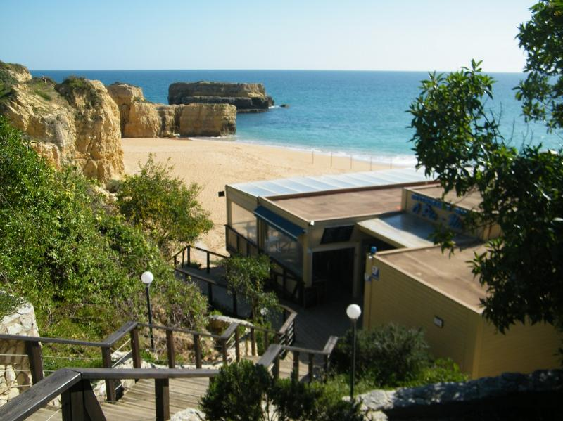 Short Walk to Beach, Private Pool, Wifi, Air Cond, Albufeira marina 2mts by car, holiday rental in Sesmarias