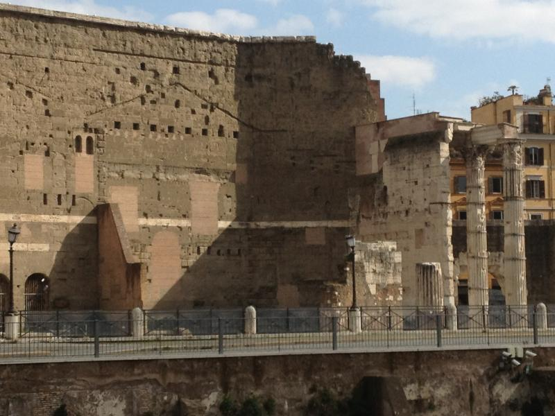 Mercati Traianensi con passaggio dentro la zona archeologica.