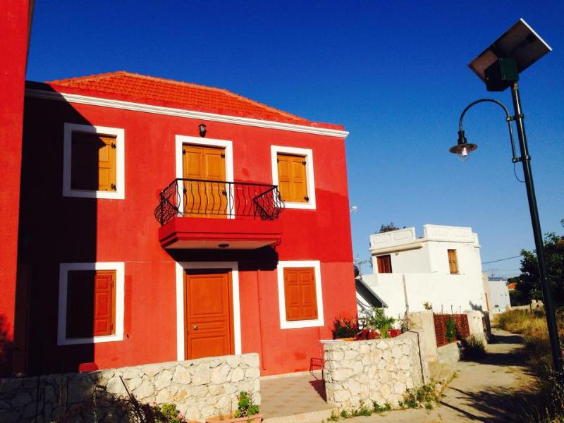 Livanios' Traditional House (Ground Floor), casa vacanza a Tilos