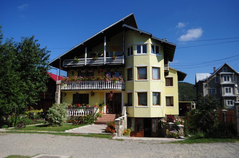 PENSIUNEA ORHIDEEA, holiday rental in Scheia