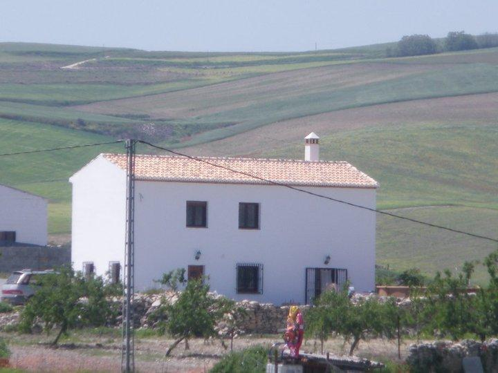 Large detached farmhouse (cortijo) in stunning location in rural Spain yet only 5 minutes to town
