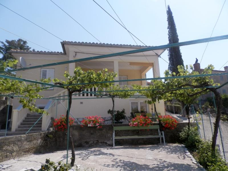 Centrally located apartment Kiki Candy, vakantiewoning in Krk Island