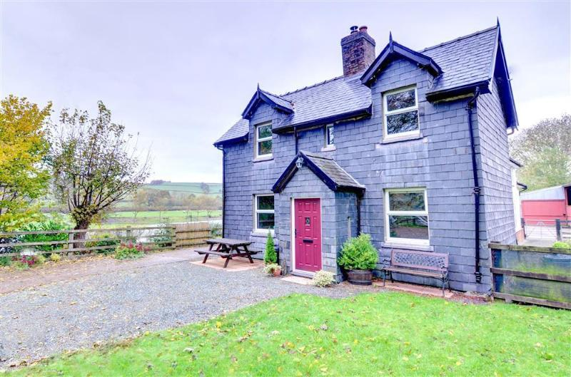 Berthllwyd is a beautifully refurbished cottage adjoining the owner's farmhouse on the banks of the river Severn