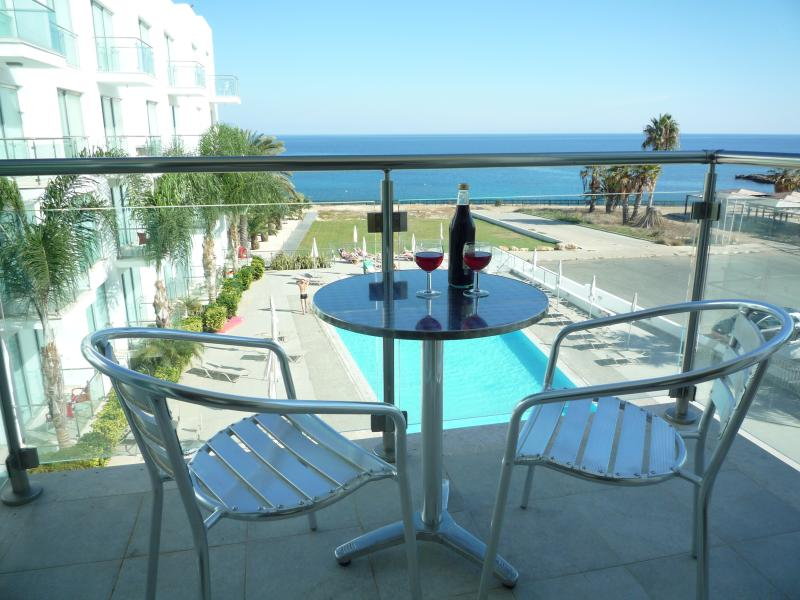 Relax, enjoy a cool drink, try al fresco dining and enjoy the breathtaking views...Perfect!