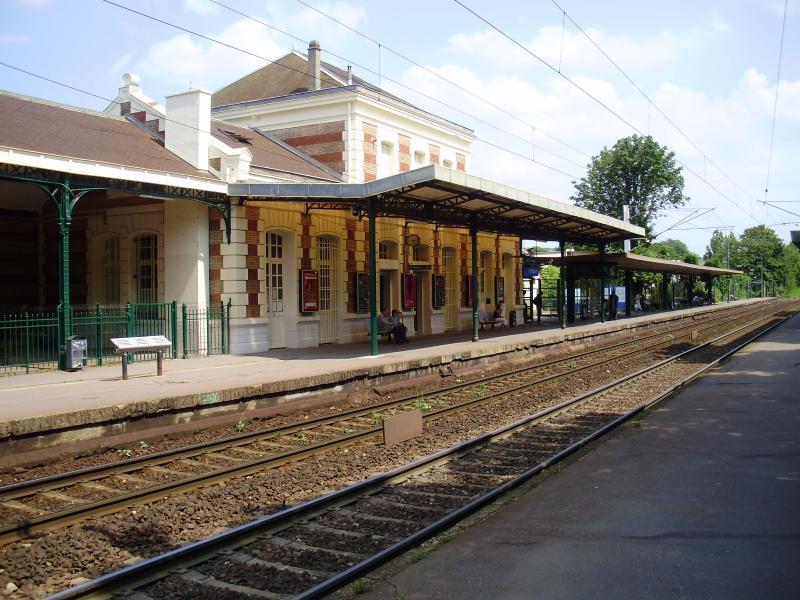 La gare, un train toutes les 15' pour Paris
