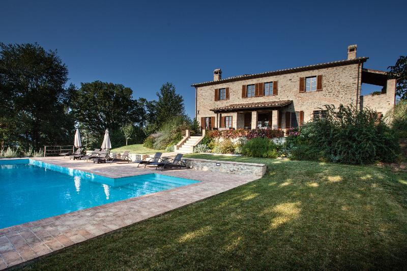 Casa Baccianella, wonderful holiday home close to hilltop town, vacation rental in Santa Maria di Sette