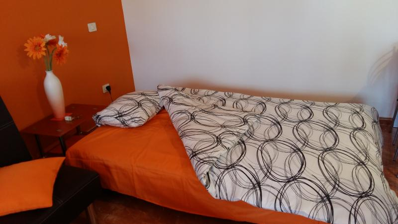 converts to very good size single or small double bed