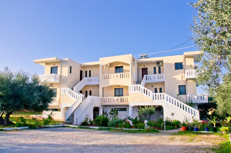 Emerald Apartments Kalathas N.7- Chania - Crete, holiday rental in Kalathas