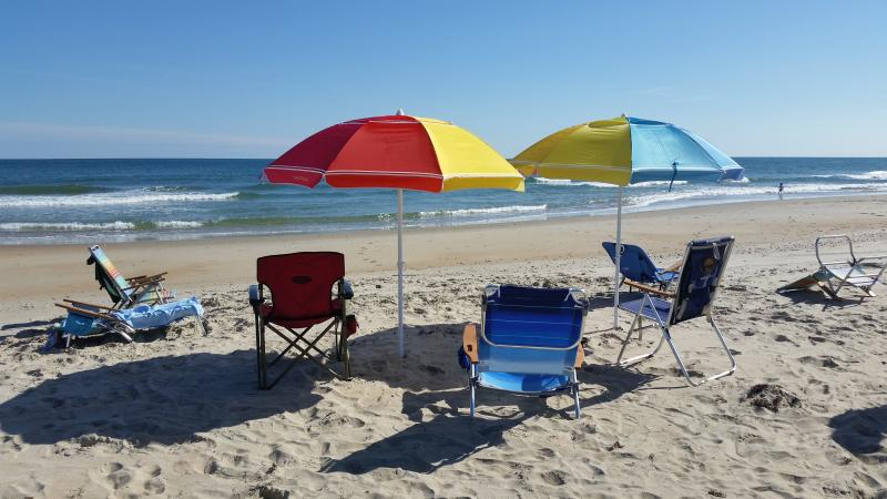Why stay inside? It's amazing out here. We provide 2 umbrellas, 2 chairs and 2 boogie boards.