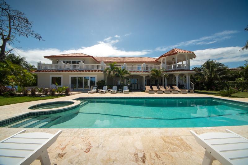 Luxury Ocean Front Villa, location de vacances à Sosua