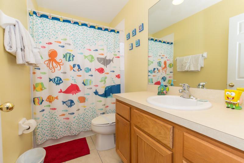 Family/kids bathroom