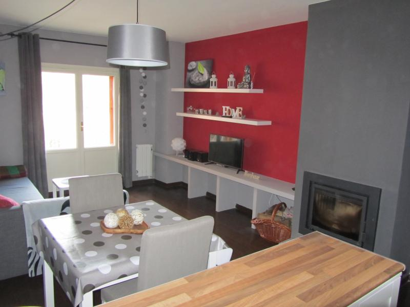 Cómodo apartamento en Villanúa, vacation rental in Canfranc