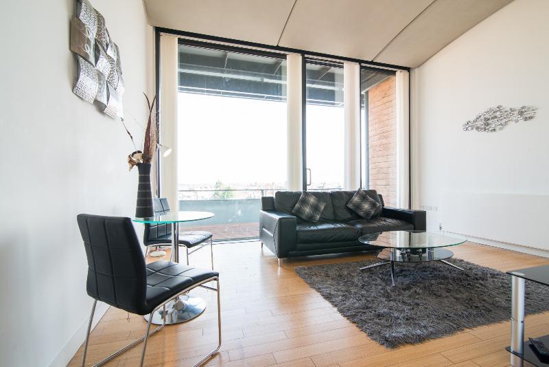Lounge Pic 4