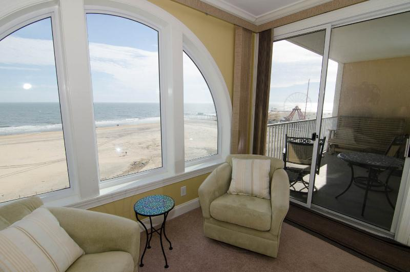 Oceanfront/Boardwalk front Master Bedroom