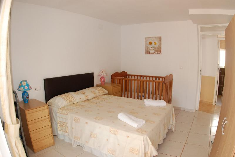 Double bedroom - sleeps 2 Cot bed available