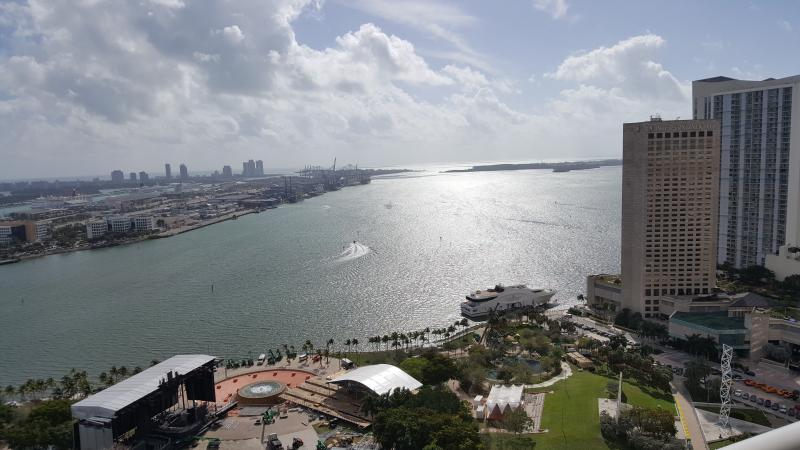 NEWLY LISTED DIRECT VIEW OF ULTRA 3br/2ba, vacation rental in Miami