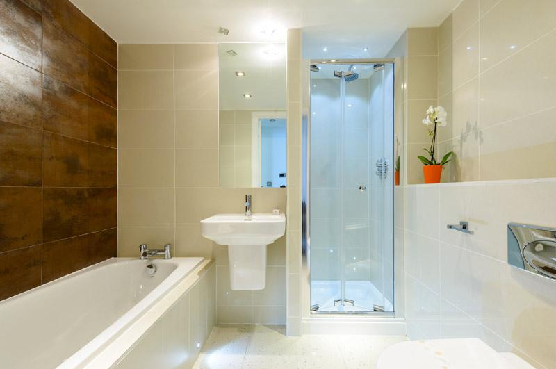 20 Rocklands bathroom with bath and stand alone shower cubicle.