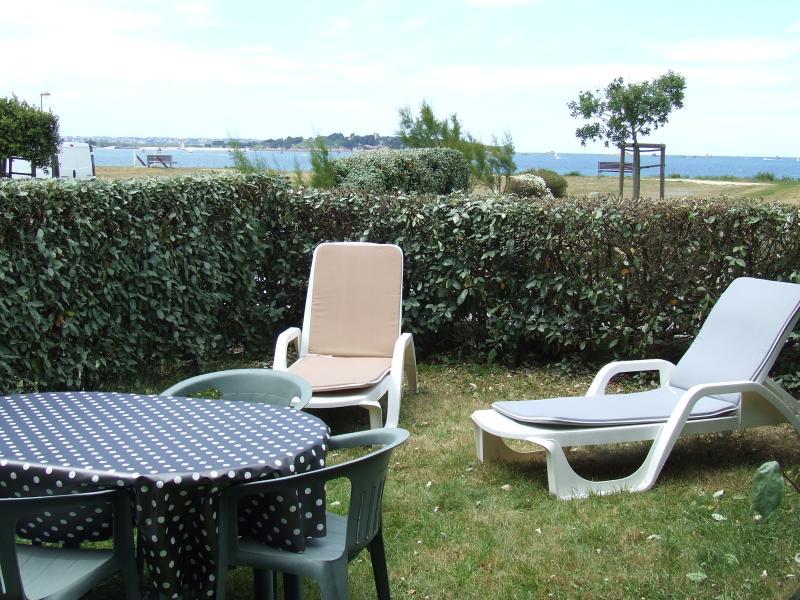 Appartement au bord de la  mer avec rez-de-jardin, vacation rental in Cotes-d'Armor