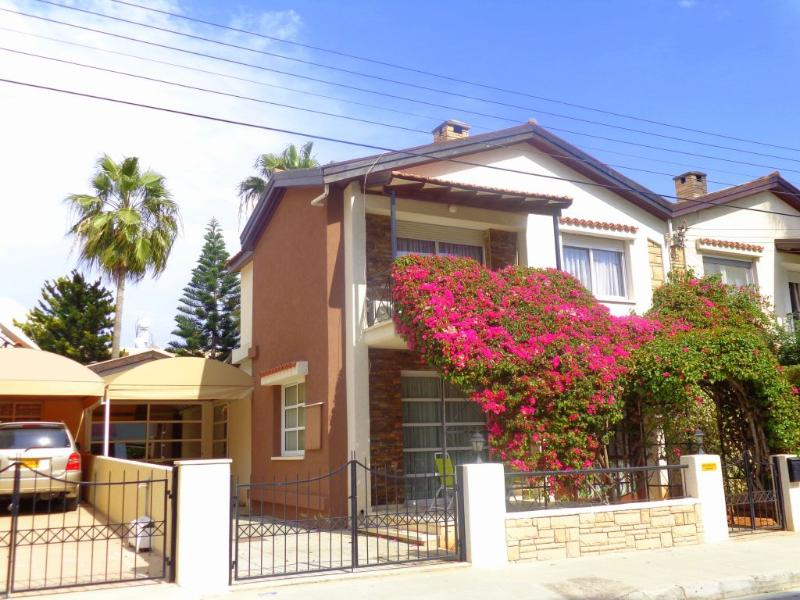 3 bedroom house with private pool in Limassol., holiday rental in Agios Athanasios