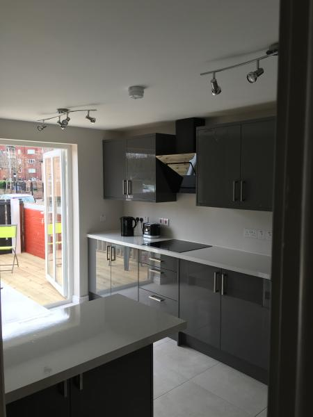 Modern fully equipped city centre apartment