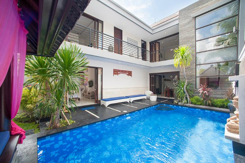 La piscina..