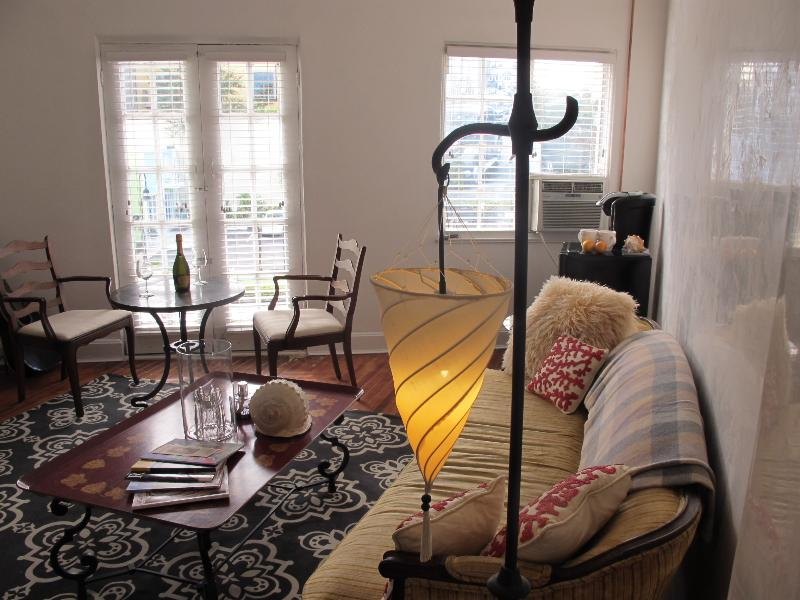 Charming Private Studio in Historic Downtown Area, holiday rental in Sarasota