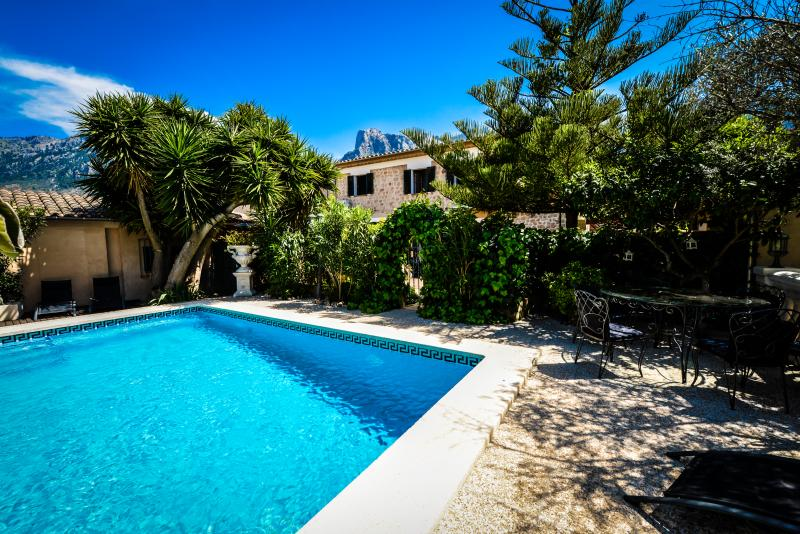 Uniquely Flexible, Quality Finish Finca for 6-14, Walking Distance to Soller Sq., vacation rental in Soller