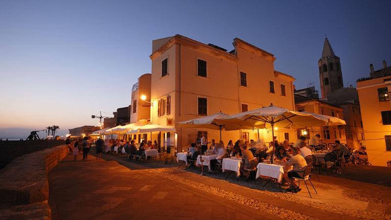 ristoranti lungo le mura di Alghero