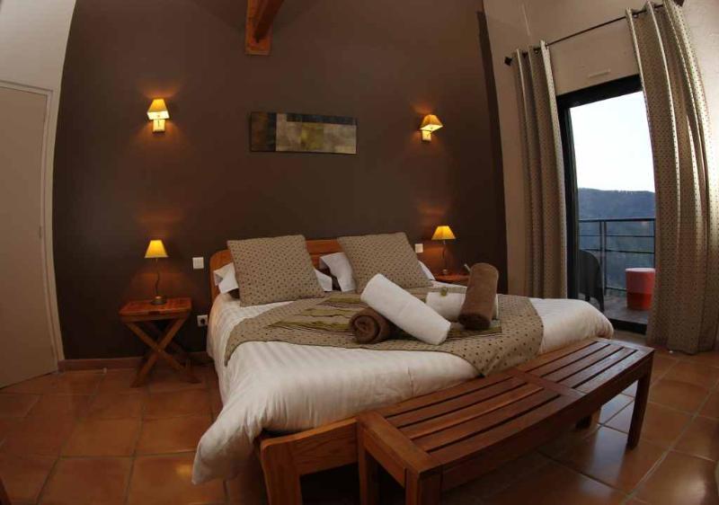 chambre 2 personnes avec  terrasse et vue sur la montagne