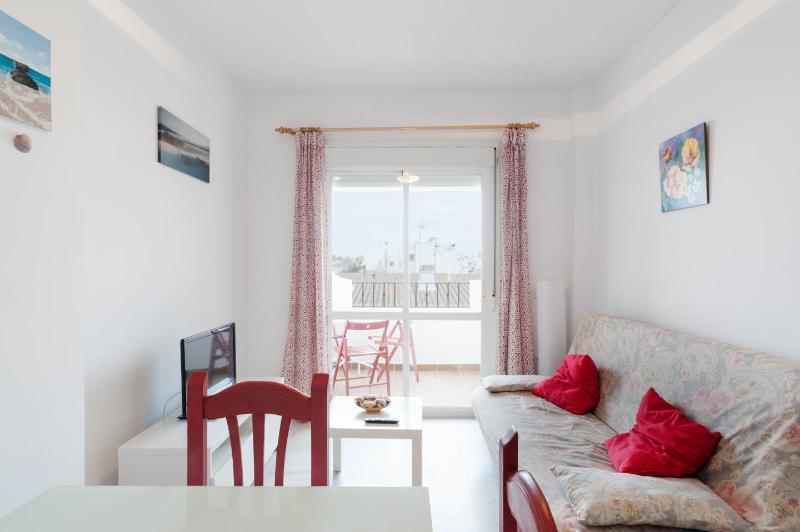 Acogedor apartamento en segunda línea de playa, holiday rental in Zahara de los Atunes
