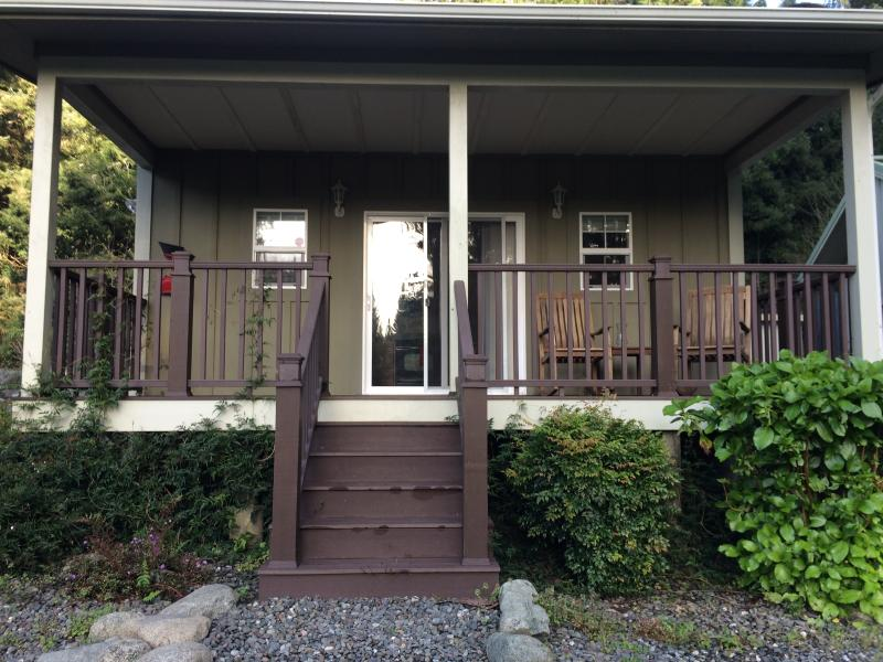 The Golden Eagle Cottages: 4, vacation rental in Humboldt County