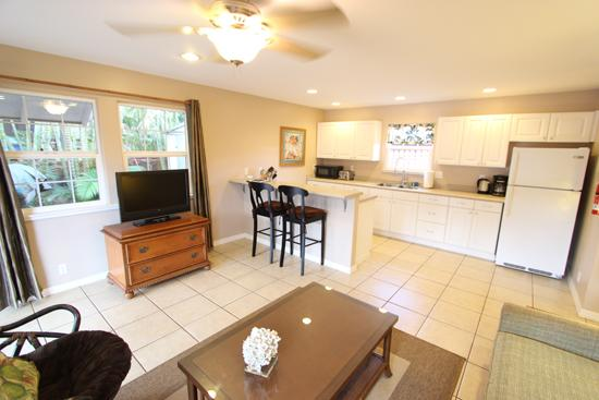 Plantation Style Cottage, walk to town and beach, holiday rental in Paia