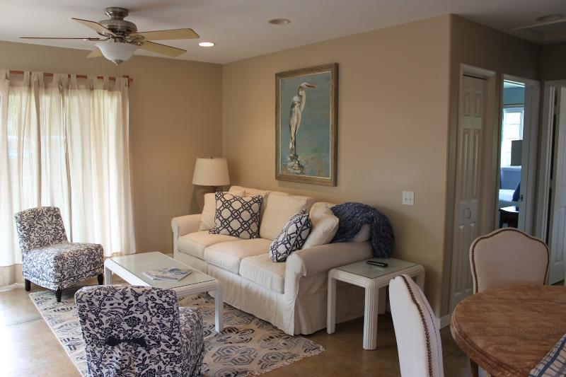 Paia Plantation Charm, walk to town and beach, holiday rental in Paia