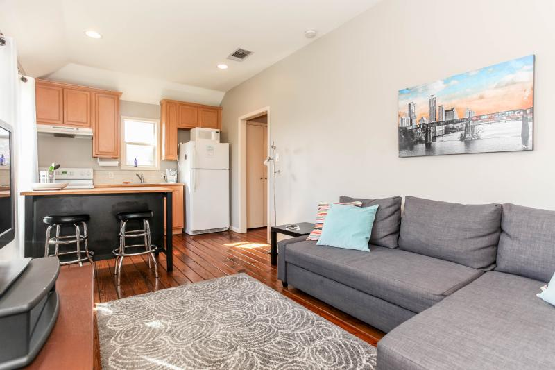 Cozy and comfortable in Hyde Park, vacation rental in Austin