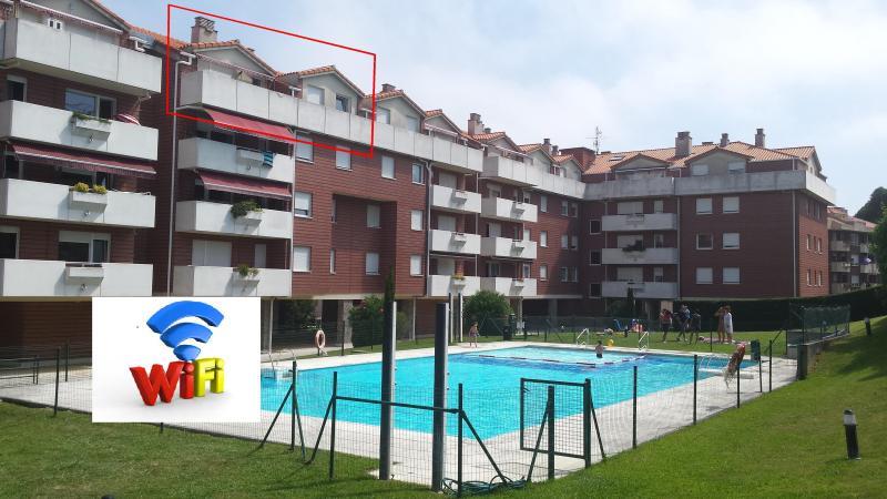 Atico de 100m2 con terraza y piscina.WIFI, holiday rental in Cantabria