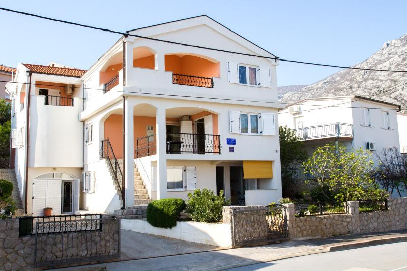 ATON APARTMENTS - RIBARICA (3 Apartments), alquiler de vacaciones en Karlobag