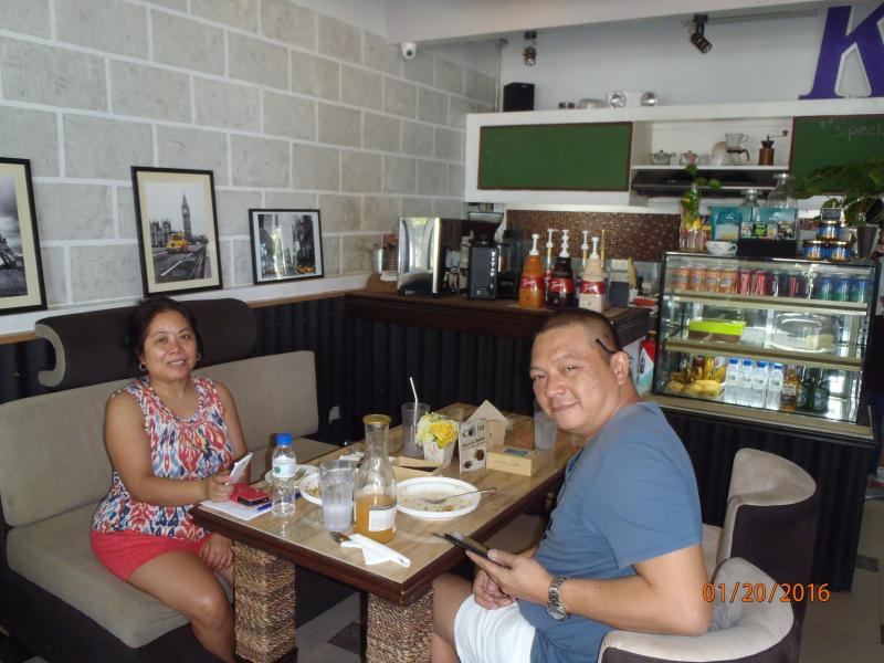 Happy customers having a wholesome and health lunch at the internet cafe.
